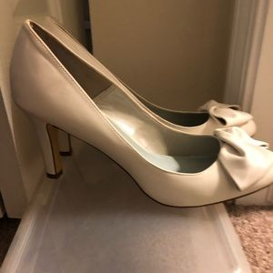 White pumps with bow